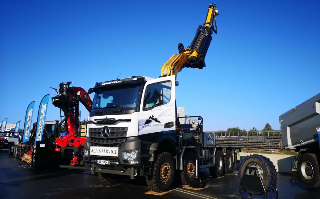 Påbyggerbedriften W-MEK har dette blikkfanget av en kranbil på sin stand på Transportmessa 2021 på Gardermoen.