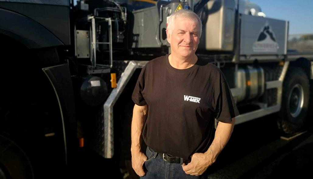 Kåre Jensen, eier og daglig leder i påbyggerbedriften W-MEK på Espa, er fornøyd med at prisene på utstillerplasser på Transportmessa er lagt på et nivå som gjør at de mindre bedriftene også kan være med og vise sine produkter.