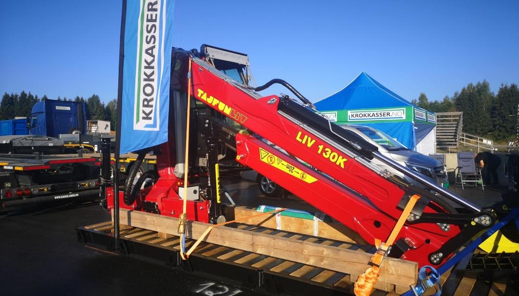 Krokkasser.no har stand rett ved siden av W-MEK. De markedsfører slovenske Tajfun tømmerkraner i Norge.
