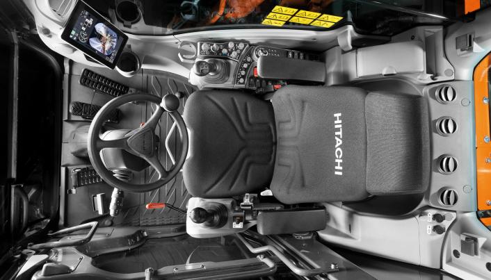 Oversikt over førerhuset i Hitachi ZX150W-7