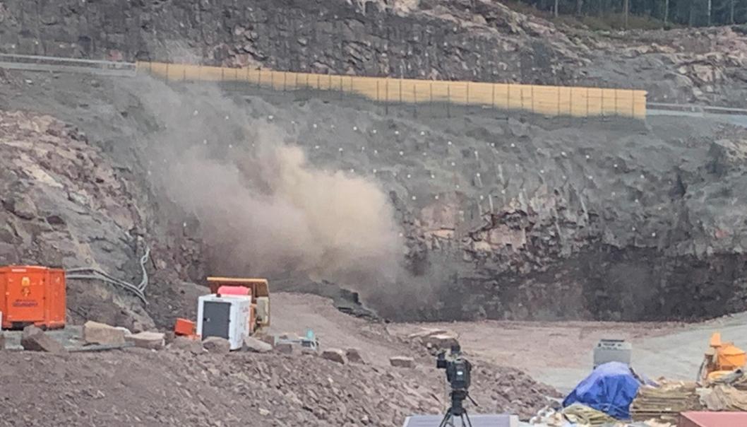Første salve ble satt av i innslaget på nye Sollihøgdatunnelen klokken 13, tirsdag 7. september.