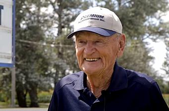 90-åring pensjonerte seg etter over 14 mill. km på veien