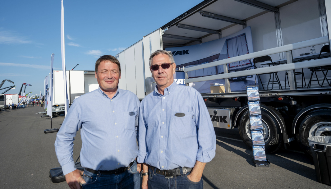 FORNØYDE: Salgssjef Stefan Bjørklund (t.v.) og selger i Norge, Geir Strande er strålende fornøyd etter det første driftsåret til VAK i Norge.