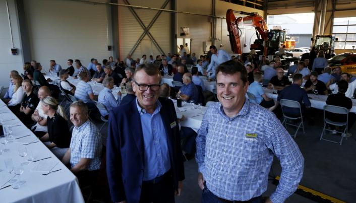 STOLTE: Styreleder og gründer Kåre Rosendal (t.v.) og daglig leder Tor Anders Høgaas ønsket rundt 100 gjester velkommen til stor fest i servicelokalene. Foto: Klaus Eriksen