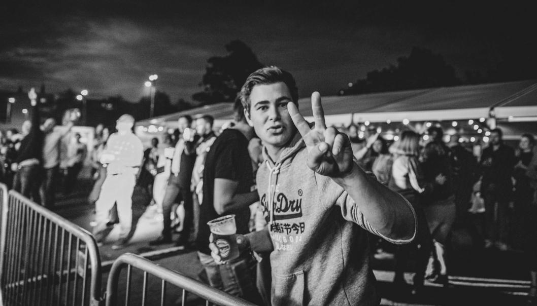 Festivalfølelsen var helt klart til stede blant de flere hundre ansatte med følge fredag kveld.