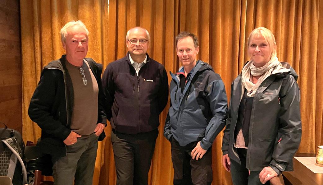 Fra venstre: Førstearkivar Torkel Thime i Arkivverket, finansdirektør Alexander Krogh i Nussir, adm. direktør Øystein Rushfeldt i Nussir og Ingrid Nøstberg, Norsk bergindustriarkiv.