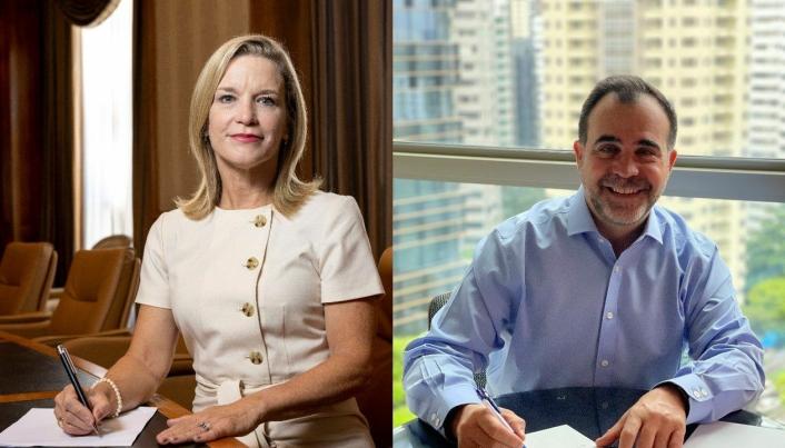 Caterpillar Group President, Denise Johnson og markedssjef Alf Barrios hos Rio Tinto har signert samarbeidskontrakt på vegne av sine selskaper.