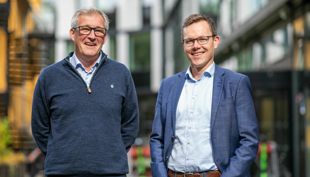Nicolai Dirdal (daglig leder Simenergi) og Jo Mortensen (konserrndirektør Teknologi, innovasjon og grønn forretningsutvikling i Skanska)