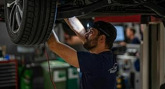 Lyst til å skru med noen som er opptatt av å ta vare på hverandre? Møller Bil Lillehammer søker mekaniker til Volkswagen personbil!