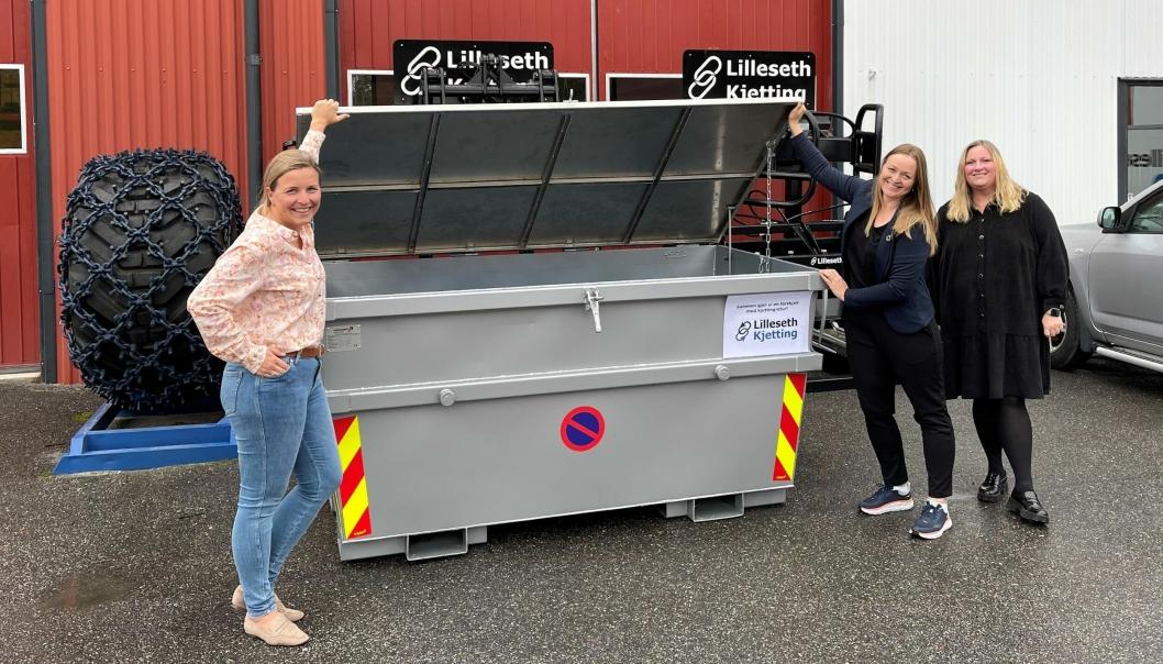 Lilleseth Kjetting starter med kjettingpant. Fra venstre: Markedssjef Stine Lilleseth, Ida Gulbrandsen (Klosser Innovasjon) og økonomisjef Ingvild Fuglerud.