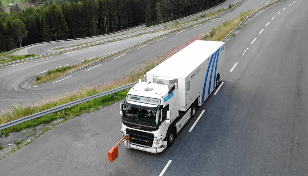 Ved å måle bæreevnen i fart, får Statens vegvesen oversikt over tilstanden på riksveiene på rekordtid.