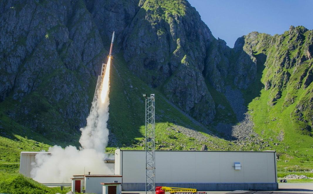 BEVILGER PENGER: Noe av det trolig siste dagens regjering gjør, er å bevilge penger til etablering av en oppskytningsbase for små satellitter på Andøya. Foto: Andøya Space