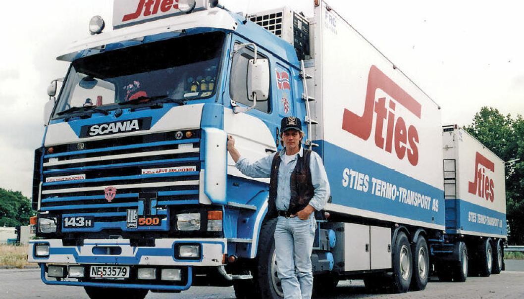 Erik Søvik rakk å gi ut boka «Lastebilhistorier» før han døde høsten 2021. Boka handler om møter mellom mennesker og livet som lastebilsjåfør før årtusenskiftet.