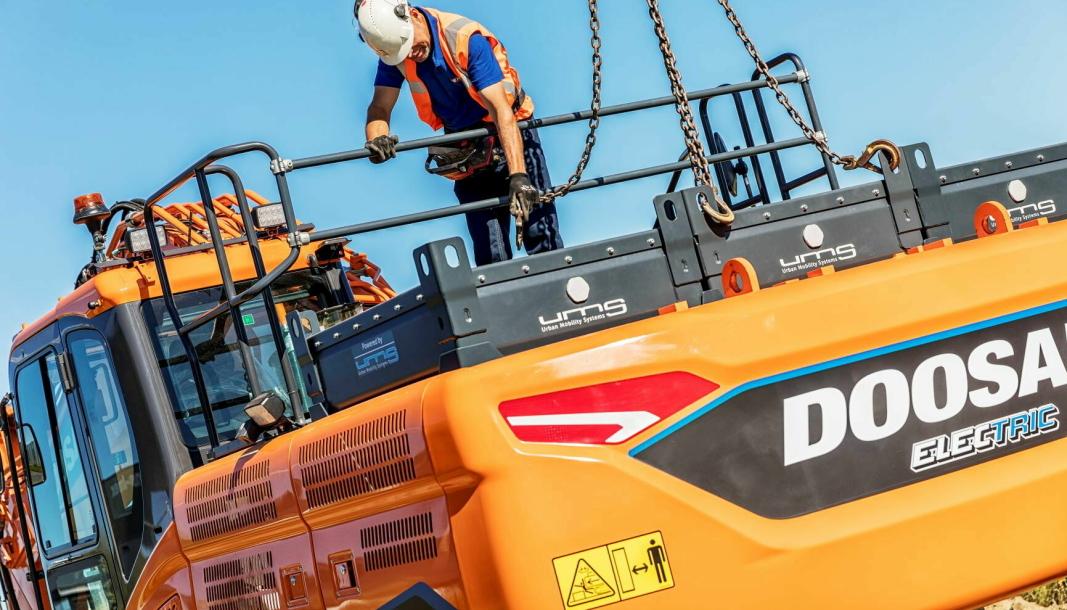 Det er ifølge MGF fortsatt for få tilbydere av utslippsfrie maskiner i Norge, til at dette kan skilles ut som en egen post og fortsatt ha god nok anonymitet. Rosendal Maskin AS er blant dem som tilbyr elektriske gravemaskiner; blant annet Doosan DX300LC Electric, som er ombygget av Staad BV. Staad er den nederlandske Doosan-forhandleren.